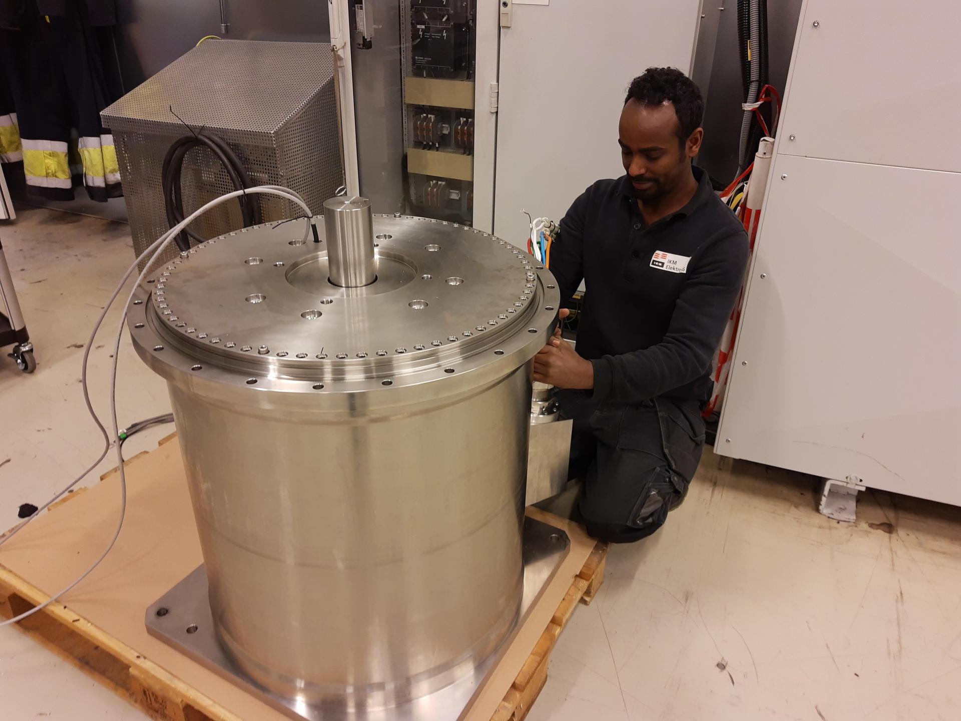 Commisioning of medium voltage subsea servomotor.