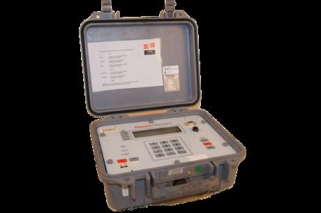 Et Polysonics Hydra SX30 Doppler Flowmeter som kan generere to uavhengige ultrasoniske signal på forskjellige frekvenser